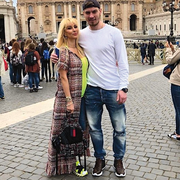 Ведущая и хоккеист женаты пять лет