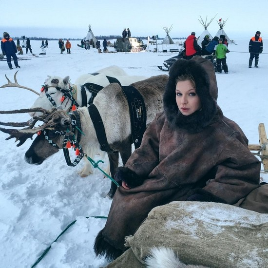 Татьяна Чердынцева на съемках сериала «Белый шаман»