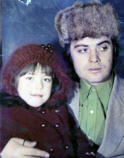 Маленькая Жанна с отцом Владимиром Борисовичем