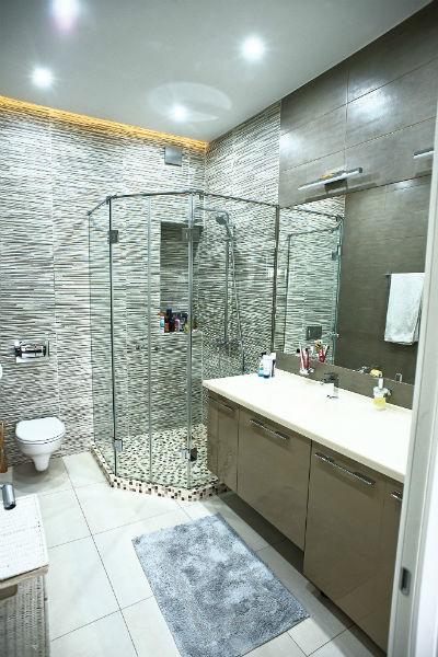 Ванная отличается простотой линий и форм