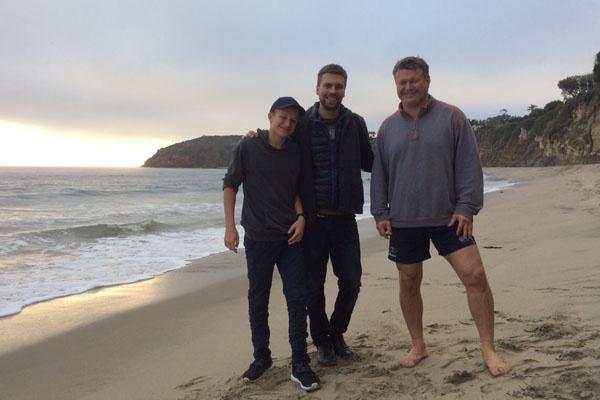 Олег Тактаров часто колесит с ребятами по США