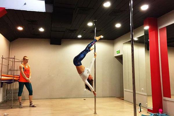 Алена похвасталась успехами танцевального искусства