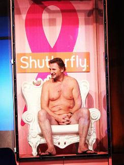 Глядя на снимок, кажется, что актер абсолютно голый