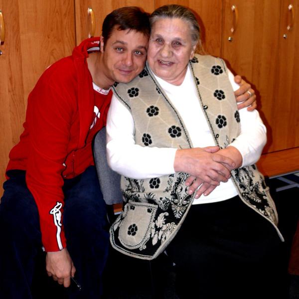 Актер ждет любимую бабушку на новоселье