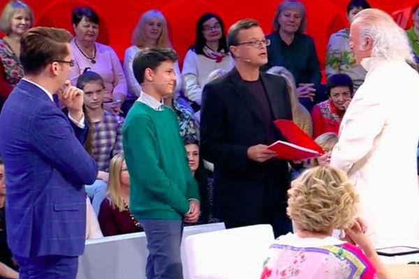 Резник принимает поздравление от сына Максима и внука Ильи