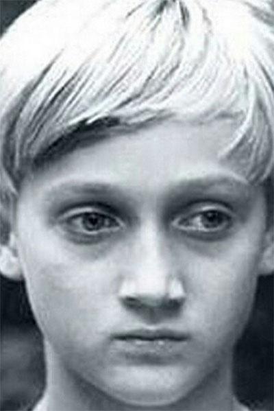 Поклонники актера утверждают, что аристократической внешностью Гоша Куценко обладал уже в раннем детстве