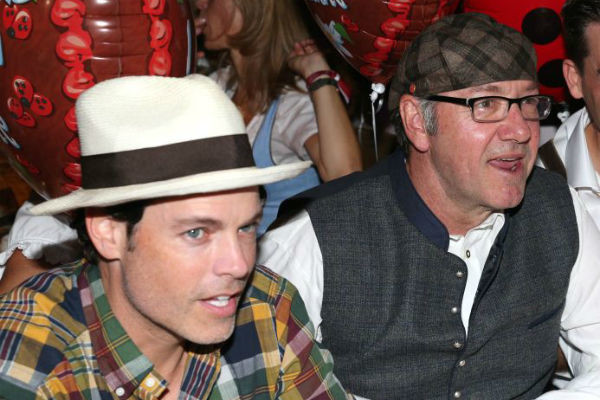 Кевин Спейси с бойфрендом (слева)