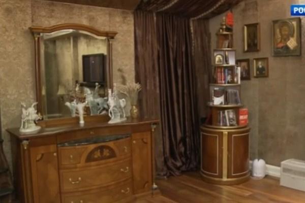 В доме много винтажной мебели