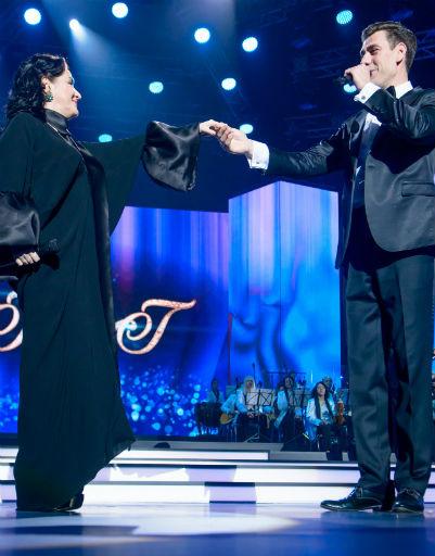 Дмитрий Дюжев не мог пропустить праздник певицы