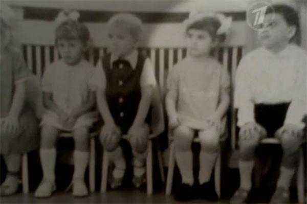 Фото, сделанное в детском саду в 1972 году. Максим Фадеев крайний справа, рядом Марина