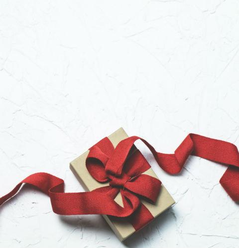 Выбирать подарки на 8 марта для многих — целая наука