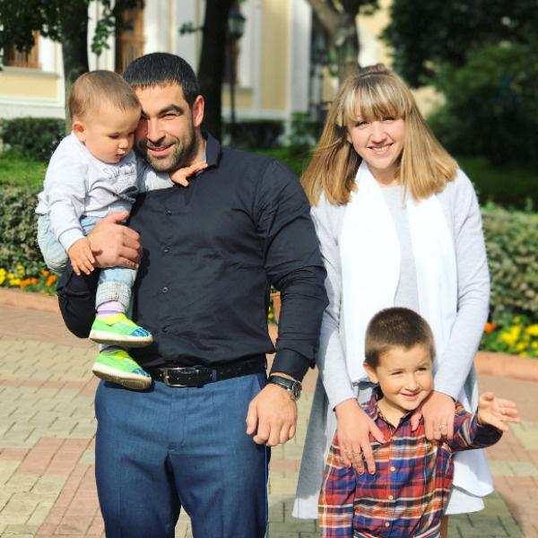 Крестными родителями мальчика стали друзья семьи