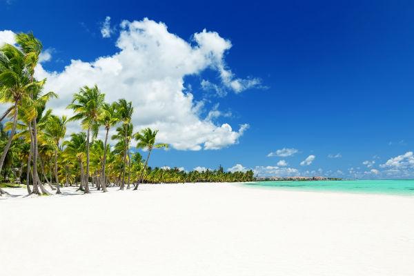 Ах, если бы вечное тропическое лето и стокилометровые пляжи с мягким, как пудра, белым песочком перенести к нам!