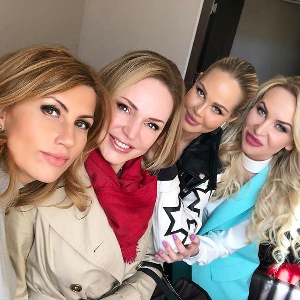 Алла Довлатова с подругами