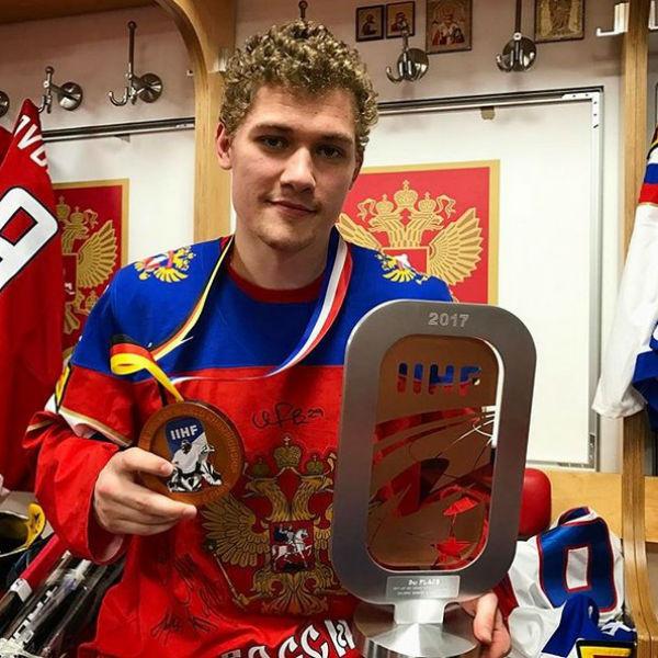 Хоккеист Андрей Миронов