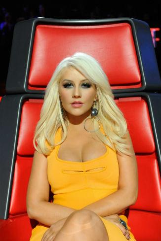 В апреле 2012 года певица восхищалась своим бюстом