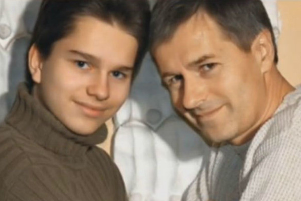 С родным отцом Андрей виделся не часто, но они были близкими людьми