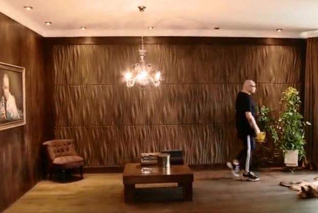Певцу очень тяжело расставаться с квартирой, в которой он прожил 15 лет