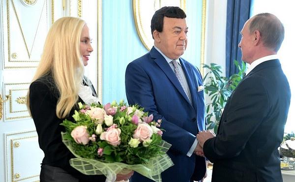 Иосиф Кобзон с супругой Нелли и Владимир Путин. Президент лично поздравил артиста с юбилеем