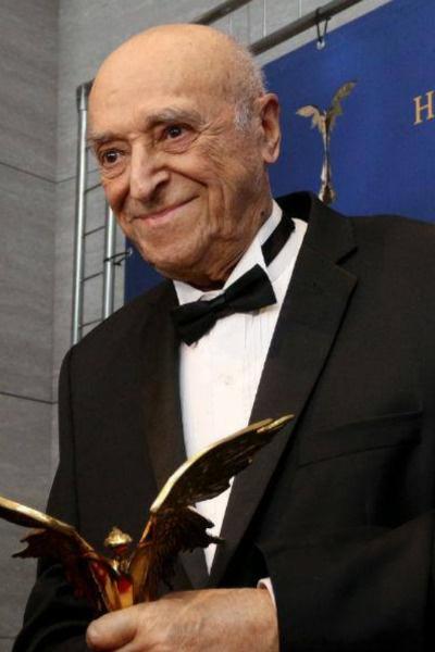 В апреле 2018 года Владимир Этуш получил почетный приз кинематографической премии «Ника»