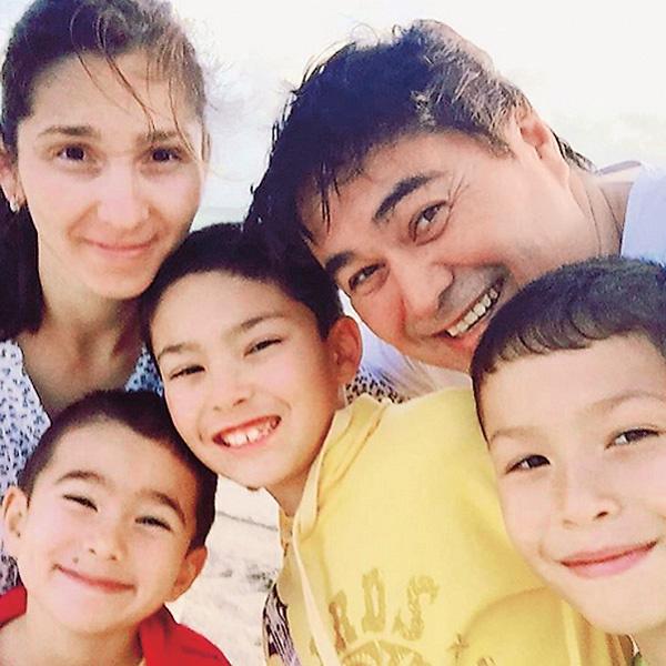 У главы семьи как в сказке: «Было у отца три сына». А маленькой дочке Давлетьяровых всего полгода