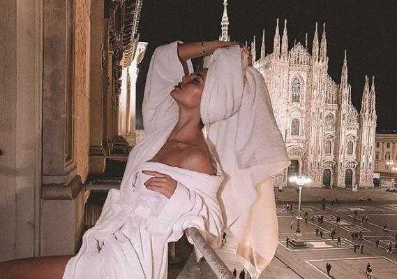 В номере, где проживают Антон и Виктория, открывается вид на Миланский собор