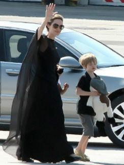 Анджелина Джоли с дочерью Шило в Сараеве