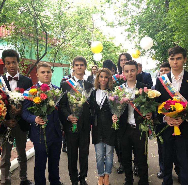 Ольга Орлова на последнем звонке своего сына