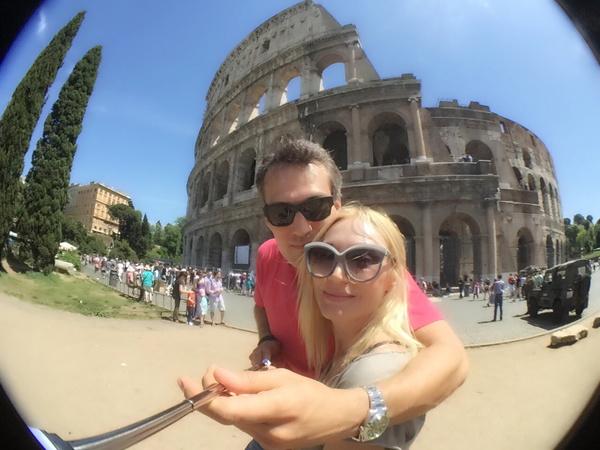 Некоторые фото супруги сделали на селфи-палку, подаренную Кристине Мишей