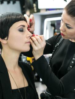 В магазинах M.A.C визажисты подберут для вас идеальный макияж