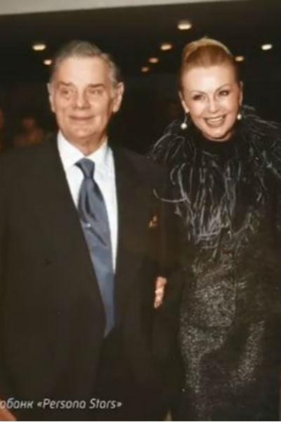 Селезнева познакомилась с актером Владимиром Андреевым в 1968 году на съемках фильма «Калиф-аист»