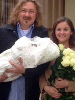 Юлия Проскурякова и Игорь Николаев с дочкой Вероникой