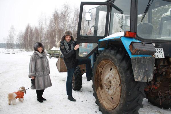 ...покаталась на тракторе....