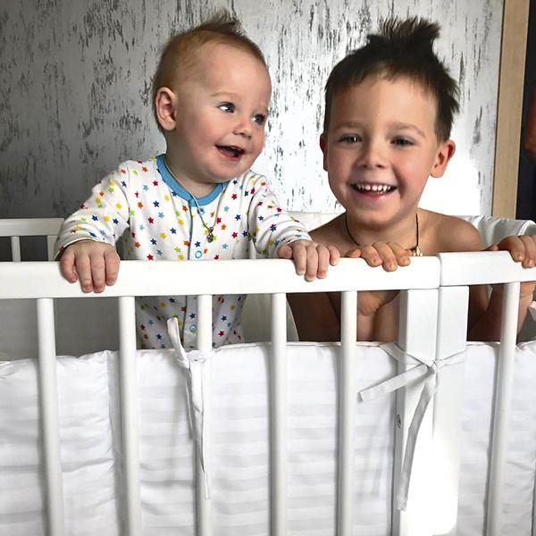 У пары подрастают двое сыновей - 5-летний Артем и Давид, которому 15 мая исполнится год