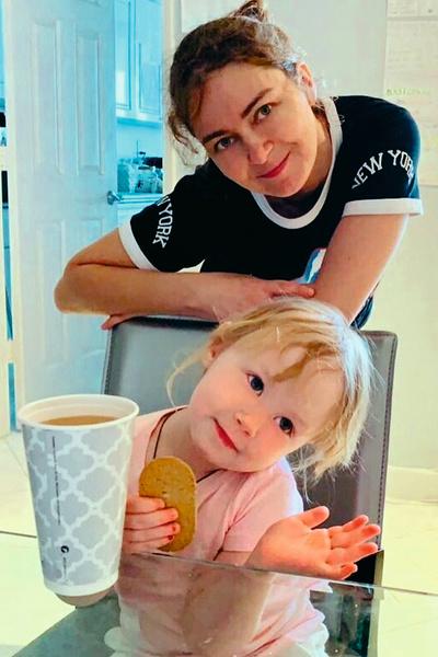 Старшая дочь артиста Юля обожает младшую сестру