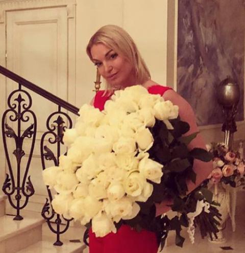 Волочкова призывает молиться за Керимова.