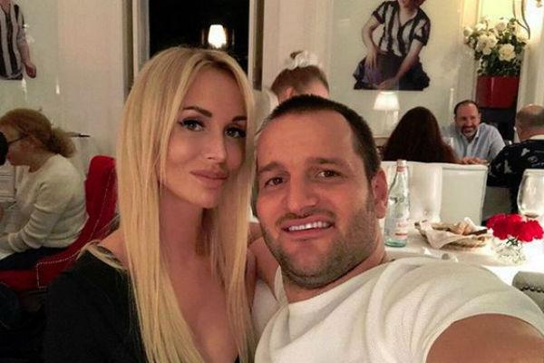 Алексей Самсонов с новой девушкой Марией
