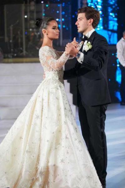 Жених и невеста танцевали под новую песню «Хора Турецкого»