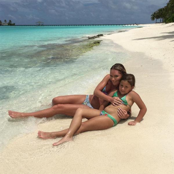 Дана Борисова с дочкой Полиной во время отдыха на Мальдивах