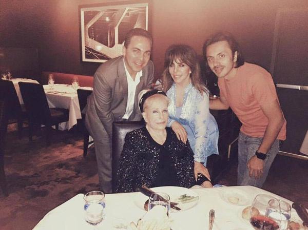Вероника Кастро с семьей