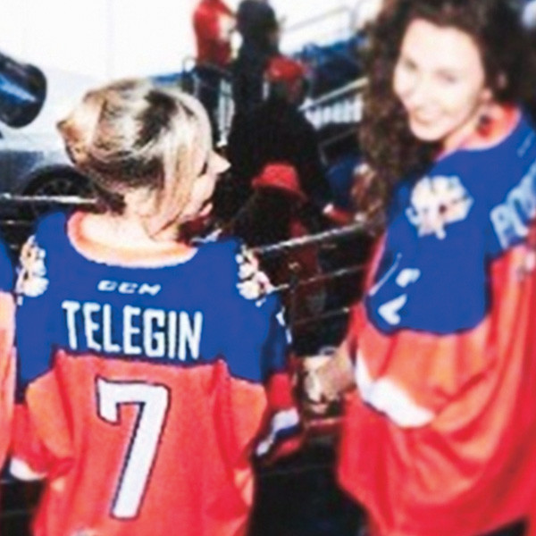 Пелагея подружилась с женами хоккеистов