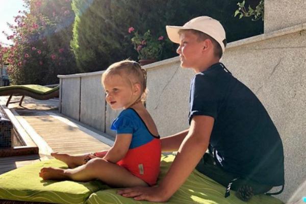Скоро у сына и дочери телеведущей появится младший брат или сестра