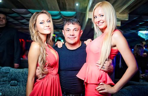 Костя с победительницей Верой Курукиной(слева) и одной из фавориток конкурса, Анжеликой