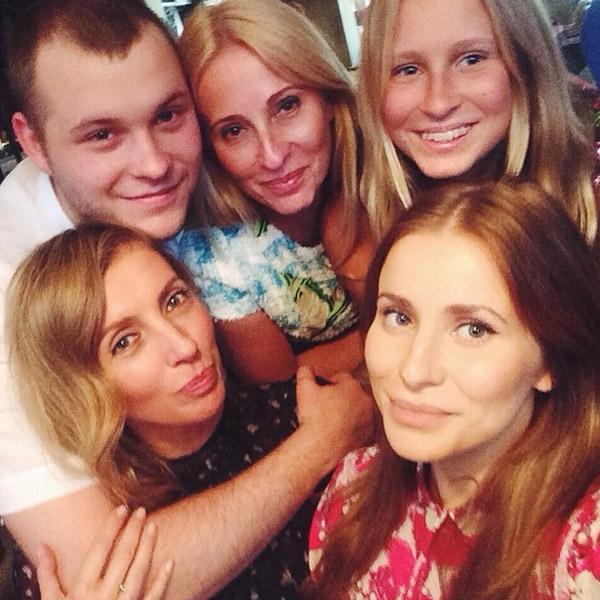 Светлана и Сергей Бондарчуки с Татой, ее мамой и сестрой