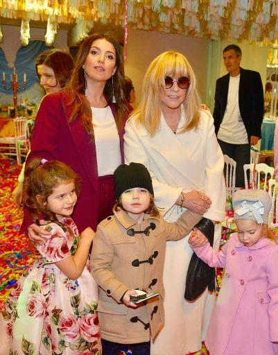 Многих восхитил женственный образ Пугачевой