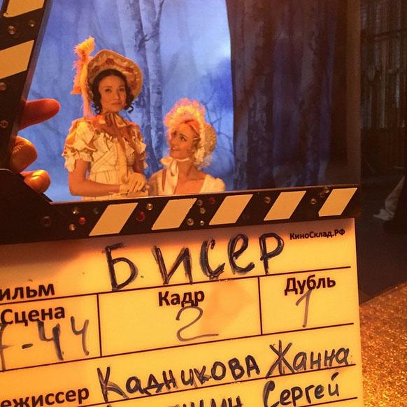 «Ольга и Татьяна», - подписала фото Ольга Бузова. Намек на то, что это сцена из «Евгения Онегина»?