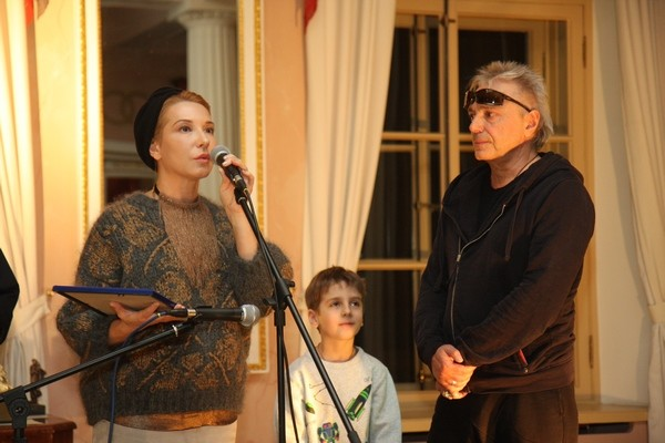 Царскосельскую премию Кинчеву вручила супруга Вячеслава Бутусова, Анжелика