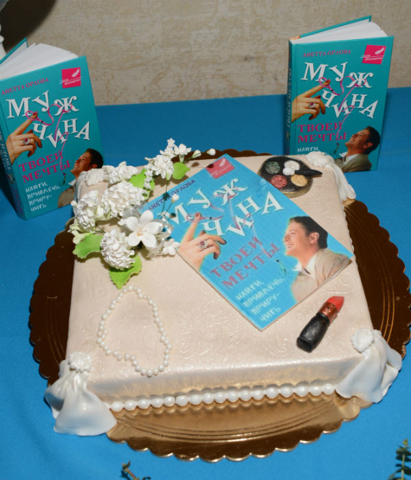 Праздничный торт пришелся всем по вкусу!