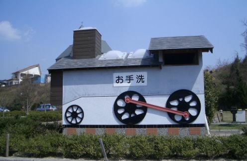 Японский общественный туалет в виде паровоза