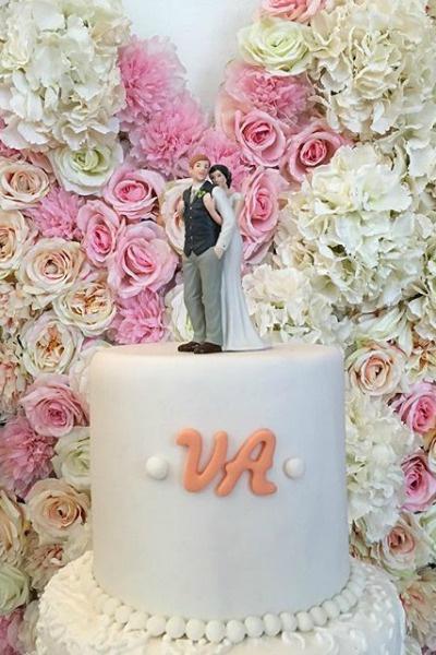 Вера Брежнева заинтриговала фотографией свадебного торта